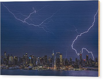 High Voltage In The  New York City Skyline Wood Print by Susan Candelario