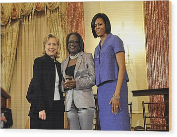 Hillary Clinton And Michelle Obama Wood Print by Everett