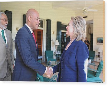 Hillary Clinton Meets With Haitian Wood Print by Everett