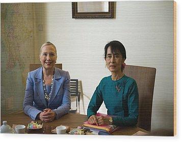 Hillary Clinton Visited Daw Aung San Wood Print by Everett