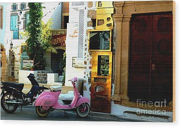 His And Hers Vespas At The Gallery Wood Print by Therese Alcorn