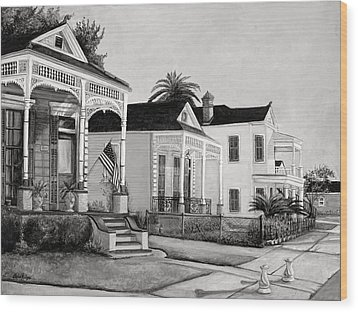 Historic Louisiana Homes In Black And White Wood Print by Elaine Hodges