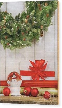 Holiday Wreath With Snow Globe  Wood Print by Sandra Cunningham