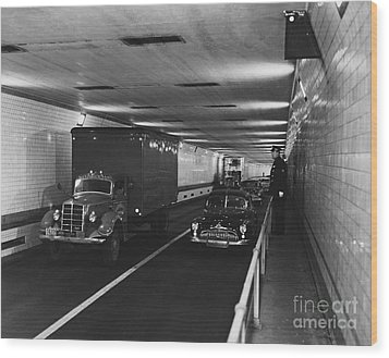 Holland Tunnel, Nyc Wood Print by Photo Researchers