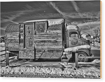 Home On Wheels - Bw Wood Print by Christopher Holmes