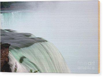 Horseshoe Falls Mist Wood Print by Loriannah Hespe