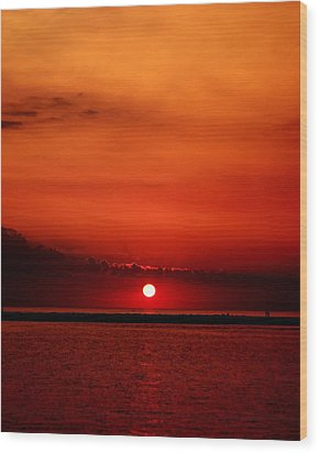 Hot Sunset Wood Print by Leigh Edwards