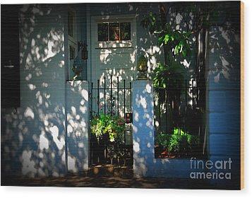 House Door 11 In Charleston Sc  Wood Print by Susanne Van Hulst