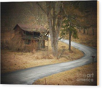 House On A Curve Wood Print by Joyce Kimble Smith
