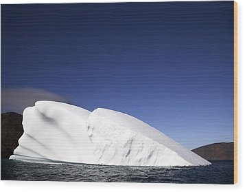 Iceberg In Canadian Arctic Wood Print by Richard Wear