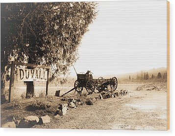 Idle Wagon Wood Print by Lynn Wohlers