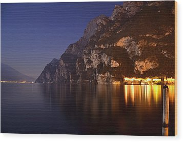 Il Lago Di Notte Wood Print by Martina Fagan