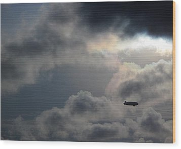 In To The Storm Wood Print by Luis Esteves