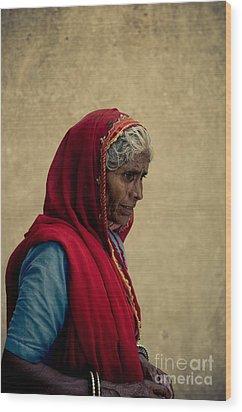 Indian Woman Wood Print by Inhar Mutiozabal