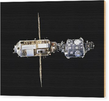 International Space Station In 1998 Wood Print by Everett