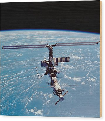 International Space Station In 2002 Wood Print by Everett
