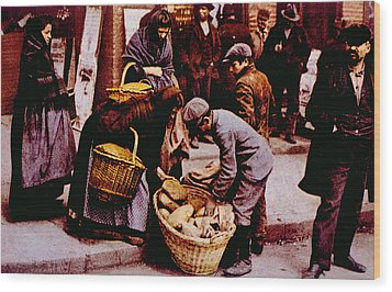 Italian Immigrants Selling Bread Wood Print by Everett