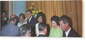 Jacqueline And Robert Kennedy Host Wood Print by Everett