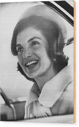 Jacqueline Kennedy, Arriving In New Wood Print by Everett