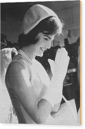 Jacqueline Kennedy Visiting A Childrens Wood Print by Everett