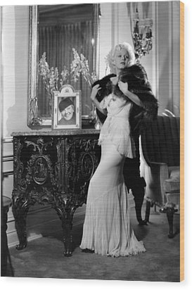 Jean Harlow With Photograph Wood Print by Everett