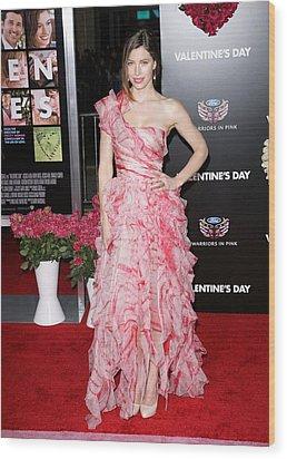 Jessica Biel Wearing An Oscar De La Wood Print by Everett