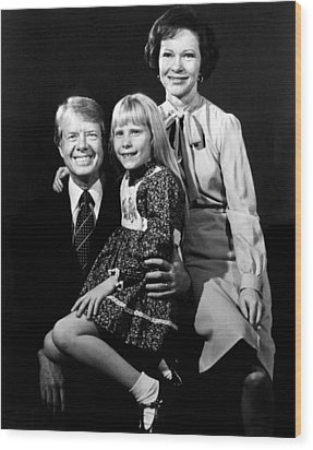 Jimmy Carter, Amy Carter And Rosalynn Wood Print by Everett