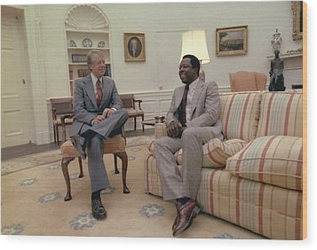 Jimmy Carter Chatting With Hank Aaron Wood Print by Everett