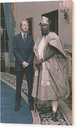 Jimmy Carter With Nigerian Ruler Wood Print by Everett
