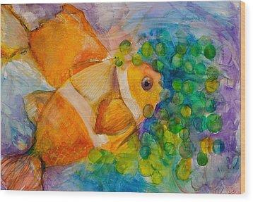 Juicy Snack IIi Wood Print by Claudia Smaletz