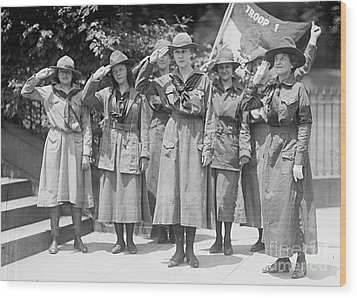 Juliette Daisy Low, Founder Of The Girl Wood Print by Photo Researchers