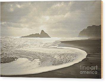 Karekare Beach In New Zealand Wood Print