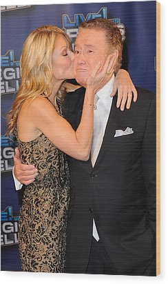 Kelly Ripa, Regis Philbin, Pose Wood Print by Everett