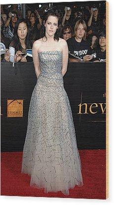 Kristen Stewart Wearing An Oscar De La Wood Print by Everett