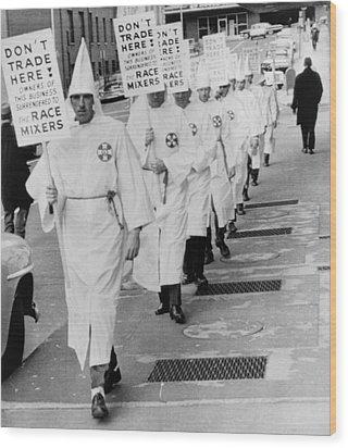 Ku Klux Klansmen Picket Newly Wood Print by Everett