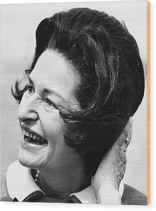 Lady Bird Johnson Smiles As The Wind Wood Print by Everett