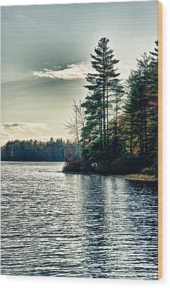 Lake In Nh Wood Print by Edward Myers