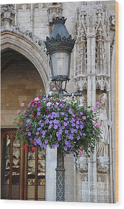 Lamp And Lace At The Grand Place Wood Print by Carol Groenen