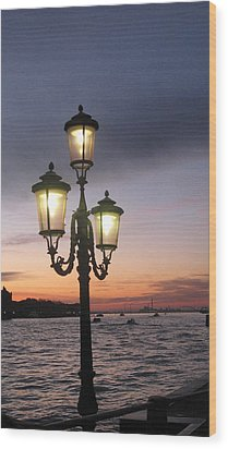 Lampost Sunset In Venice Wood Print by Catie Canetti