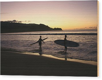 Last Wave Of The Day Wood Print by Lennie Green