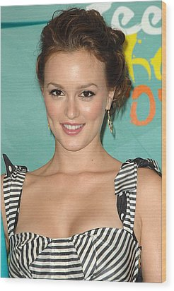 Leighton Meester In The Press Room Wood Print by Everett