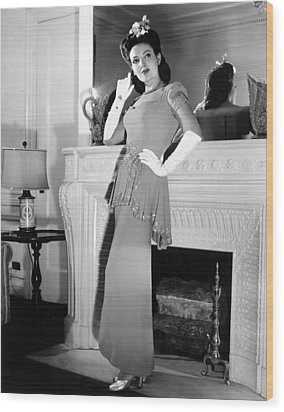 Linda Darnell In Sequined Evening Gown Wood Print by Everett