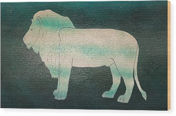 Lion On Vase Wood Print by Gregory Smith