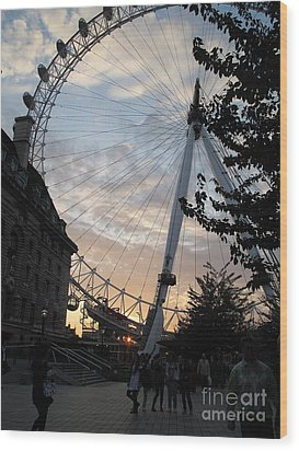 London Eye Wood Print by Louise Peardon