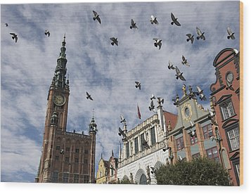 Long Market With Pigeons, Town Hall Wood Print by Keenpress