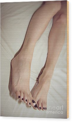 Long Toe Lover Wood Print by Tos Photos