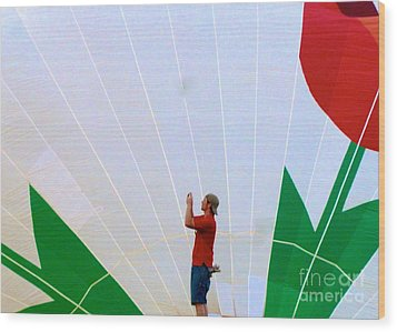 Lost Infront Of The Balloon Wood Print by Mark Dodd