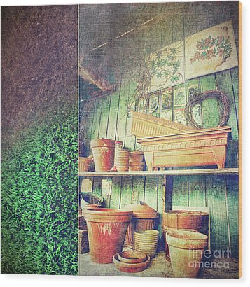 Lots Of Different Size Pots In The Shed Wood Print by Sandra Cunningham