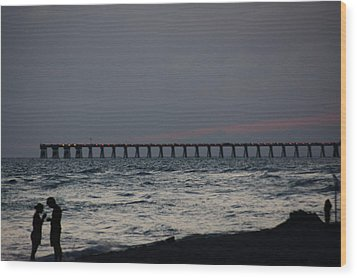 Love On The Beach Wood Print