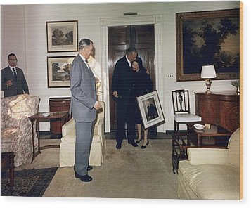 Lyndon And Lady Bird Johnson Moving Wood Print by Everett